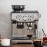 the Barista Express - machine à café expresso SAGE - SES875BSS2EEU1A en situation dans la cuisine