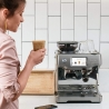 the Barista Touch - expresso & broyeur - SAGE - SES880BSS4EEU1 mise en situation
